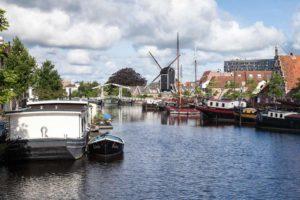 Rembrandtsbrug en Molen de Put richting het Galgenwater in Leiden