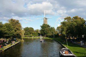 Molen de Valk Leiden. Gefotografeerd vanaf de Rijnsburgerbrug