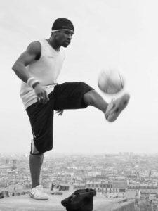 Voetballer Parijs bewegingsonscherpte door sluitertijd